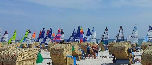 Grömitz Surfer Strand Strandkörbe Regatta Ostsee Sand